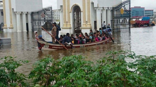 Students of Satyabhama University in Chennai being taken to building in a boat. (Photo: Sameer Yadav)