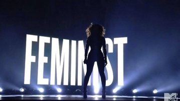 "Beyonce stands up for feminism (Photo: Twitter/<a href=""https://twitter.com/WokeUpImprov/status/654206272640647168"">@WokeUpImprov</a>)"