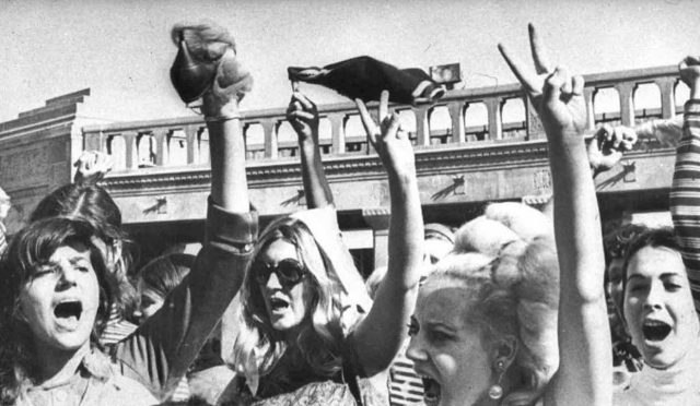 "Protesters throw away bras and heels to voice their opinion against beauty pageants in 1968 (Photo: Twitter/<a href=""https://twitter.com/meeeranduhh/status/643428102534594560"">@meeeranduhh</a>)"