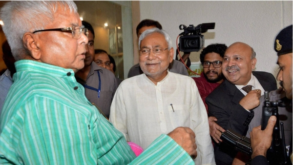 Bihar  Chief Minister Nitish Kumar with RJD chief Lalu Prasad during a programme on Bihar elections in Patna. (Photo: PTI)
