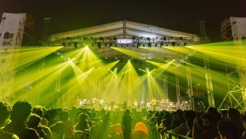 "The NH7 Weekender Music festival was held in five cities across India for the sixth consecutive year. In an exclusive interview to <b>The Quint, </b>organisers cry foul over corruption and the VVIP 'mafia'. (Photo Courtesy: <a href=""http://nh7.in/weekender/delhi"">NH7</a>)"