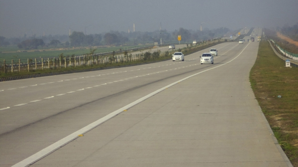 Govt Increases Speed Limit on Expressways to 120 kmph