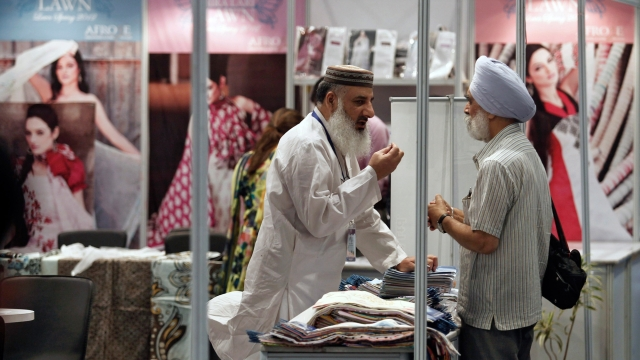 A Pakistan exhibitor (L) speaks with an Indian Sikh visitor at the Lifestyle Pakistan Exhibition in New Delhi, April 12, 2012. (Photo: Reuters)