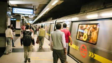 Use Wi-Fi at the congested Rajiv Chowk metro station. (Photo: iStock)