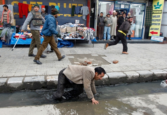 An open drain in Srinagar. (Photo: Reuters)