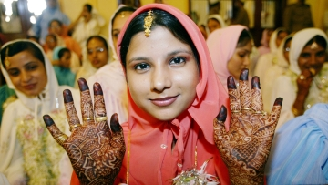 A Dawoodi Bohra Muslim bride in Mumbai. (Photo: Reuters)