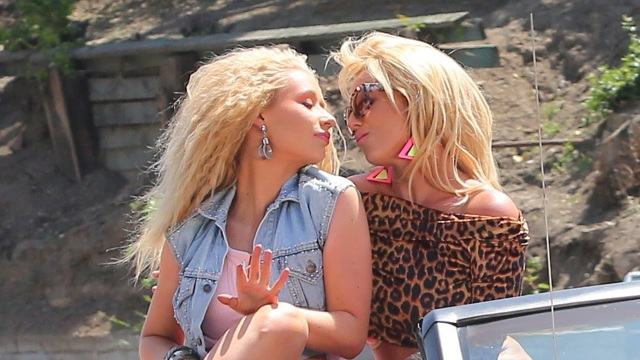 Looks like girls are having some fun: Iggy and Britney's alleged kiss moment? (Photo: YouTube)