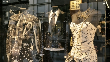 Mannequins at clothing store. (Photo: iStockphoto)