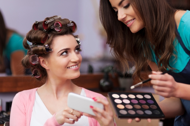 Does the makeup artist listen to you? Does she give you an alternative to a problem? – are the questions you need to ask yourself. (Photo: iStock)