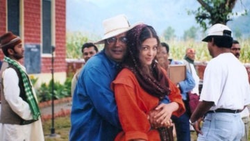 Subhash Ghai and Aishwarya Rai pose together during the making of <i>Taal</i> (Photo: YouTube)