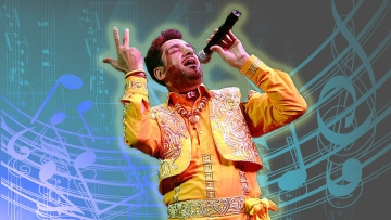 """Punjabi songs wouldn't have the punch  without Gurdas Maan's touch (Photo: <a href=""""https://www.facebook.com/GurdasMaan/photos/pb.385588524869286.-2207520000.1451723655./494372827324188/?type=3&theater"""">Facebook/GurdasMann</a>, altered by The Quint)"""
