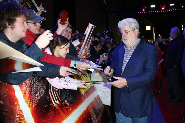 George Lucas signs autographs for fans upon arrival at the European premiere of the film 'Star Wars: The Force Awakens ' in London (Photo: AP)