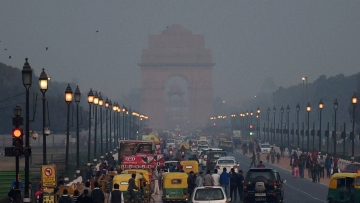 A view of smog at New Delhi's India Gate. (Photo: PTI)