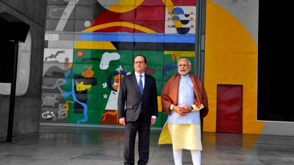 President Hollande with PM Modi at the Capitol Complex in Chandigarh (Photo: @narendramodi/ twitter)