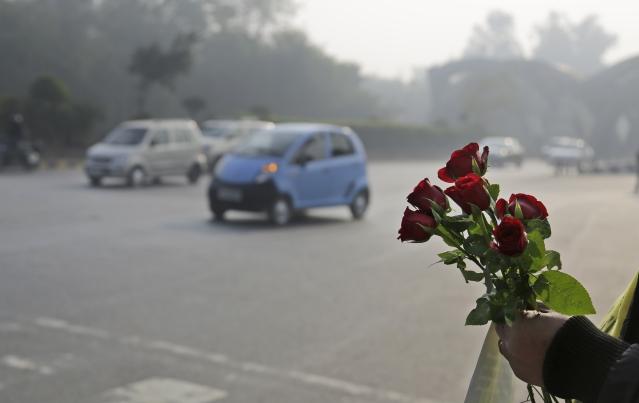 Volunteers carrying roses. (Photo: AP)