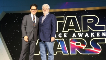 JJ Abrams, left, and George Lucas pose for photographers upon arrival at the European premiere of the film <i>Star Wars: The Force Awakens</i>  in London (Photo: AP)