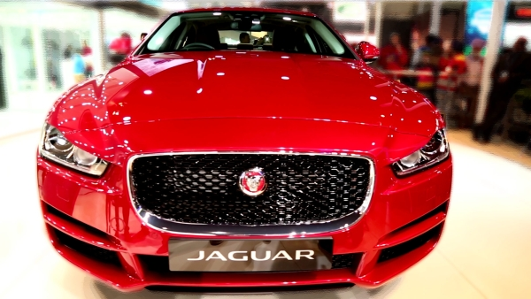 Jaguar XE at 2016 Delhi Auto Expo. (Photo: <b>The Quint</b>)