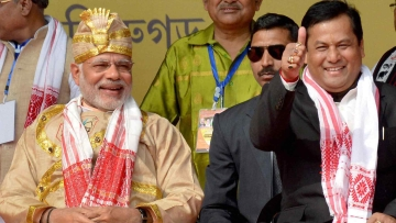 Prime Minister Narendra Modi along with Assam CM designate Sarbananda Sonowal. (Photo: PTI)