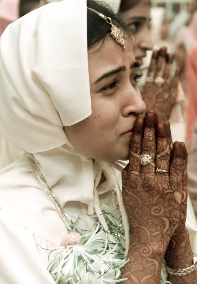A bride is overcome by emotion during a mass wedding organised by the Bohra Muslim community in Bombay. (Photo: Reuters)