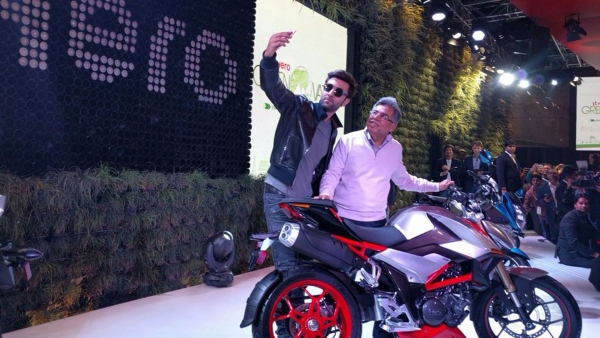 "Hero MotoCorp  roped in Ranbir Kapoor to promote their launch. (Photo Courtesy: Twitter/<a href=""https://twitter.com/AutoExpo2016"">AutoExpo2016</a>)"