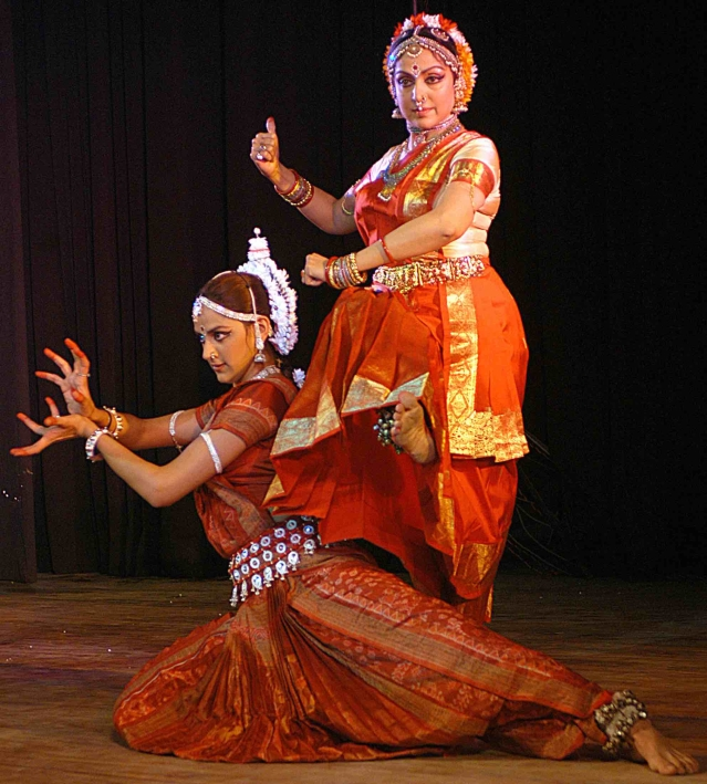 Hema Malini with daughter Aahana performing in Lucknow in 2004 (Photo: Reuters)