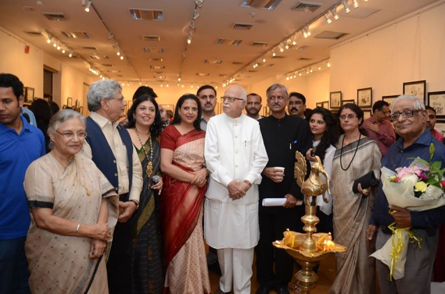 Politicians from across party lines attended the launch of Sudhir Tailang's retrospective show in 2014 (Photo Courtesy: Gallery Art Alive)