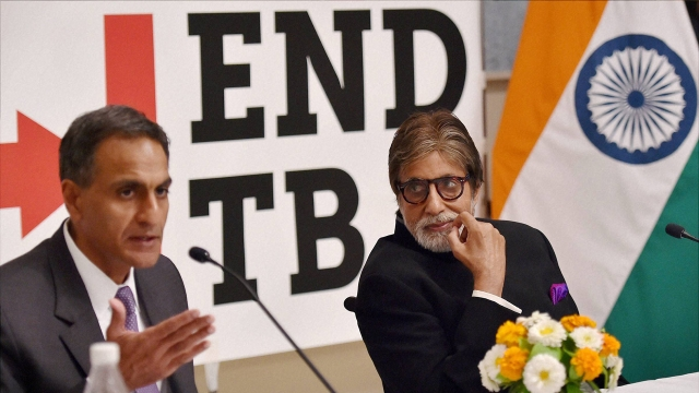 Bollywood actor Amitabh Bachchan (right) and US Ambassador to India Richard Verma during a press conference (Photo: PTI)