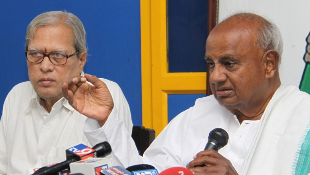 Former Prime Minister HD Deve Gowda addresses a press conference in Bengaluru on 25 July 2015.