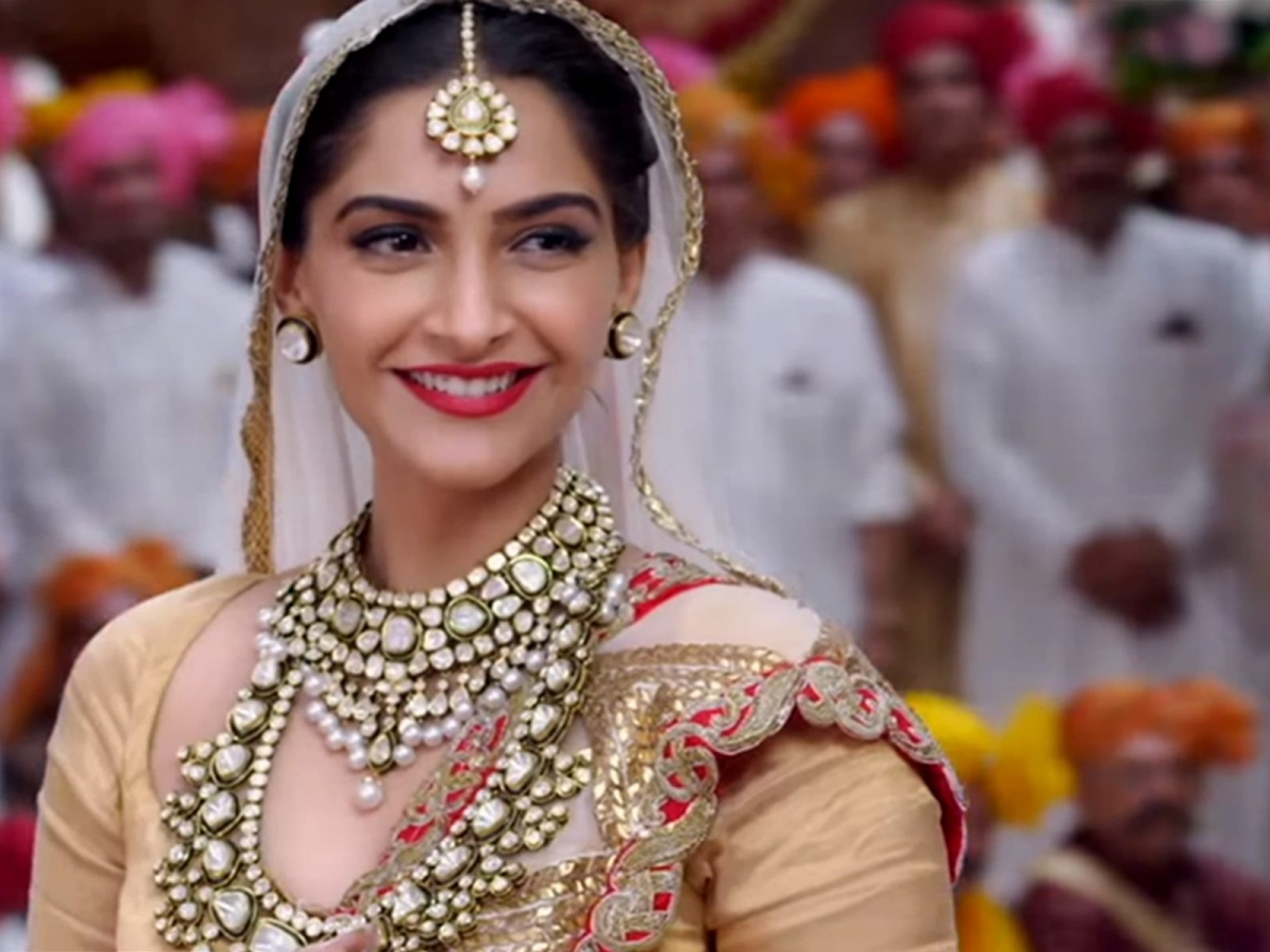 sonam kapoor replaces aishwarya rai as face kalyan jewellers - the quint