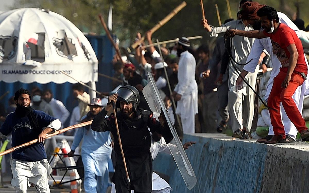 Pro-Mumtaz Qadri Protestors Lay Siege to Islamabad, Army