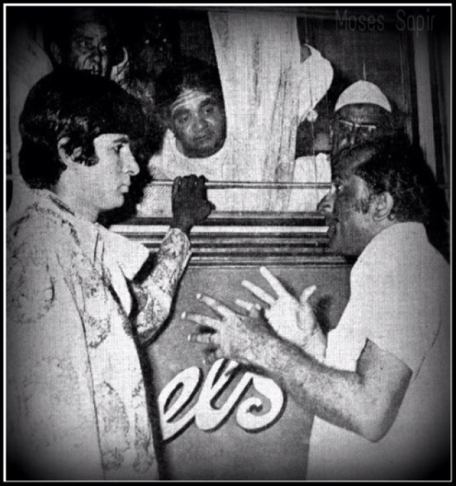 Bombay to Goa was director S Ramanathan's first Hindi film and here he's seen directing Amitabh Bachchan on set (Photo: srbachchan.tumblr.com)