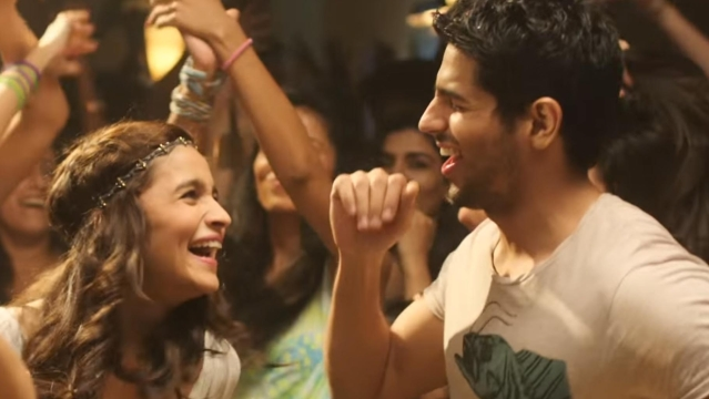 "A screengrab from the song <i>Kar Gayi Chull</i> (Photo Courtesy: YouTube/<a href=""https://www.youtube.com/watch?v=NTHz9ephYTw"">SonyMusicIndia</a>)"