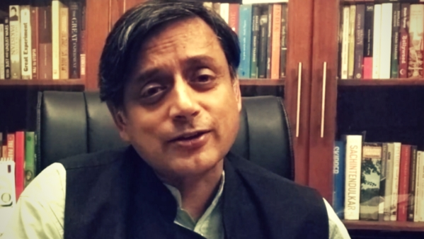 Dr Shashi Tharoor wishing The Quint on its first anniversary. (Photo: <b>The Quint</b>)