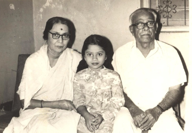 Ravindra Mhatre's daughter Asha with her grandparents. (Photo Courtesy: Asha D'Souza)