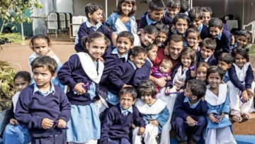 Salman Khan lets kids climb all over him on the sets of Sultan (Photo: Twitter/@BeingSalmanKhan)