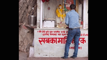 A Sai Baba temple on a footpath. (Photo: iStockPhoto)