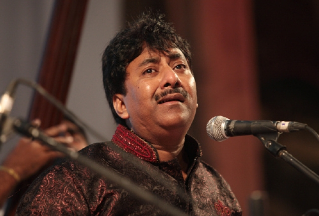 Ustad Rashid Khan sings <i>Ka Karoon Sajni </i>(Photo: Twitter)
