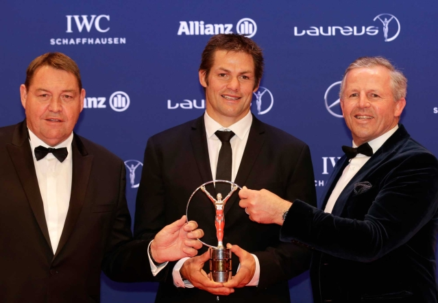 Richie McCaw, center, captain of the All Blacks, and former rugby player Sean Fitzpatrick, right, and New Zealand's head coach Steve Hansen hold a Laureus Team of the Year award. (Photo: AP)<a></a>