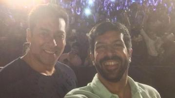 Kabir Khan and Salman Khan pose for a selfie. (Photo: Twiter/@KabirKhan)