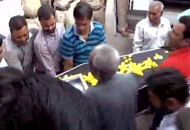 Kirpal Singh's body being taken to a hospital in Amritsar. (Photo: ANI Screengrab)