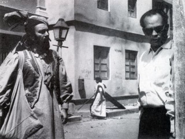Balraj Sahni and Bimal Roy on the sets of<i> Kabuliwala</i>