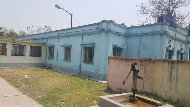The expanded public health centre in Debogram, Nadia, which was gutted when a mob set fire to the old structure after three infants died when contaminated polio vaccine was administered to them in June 1995. Notice the blue-and-white coat of paint that the PHC has now. (Photo: Chandan Nandy/ <b>The Quint</b>)