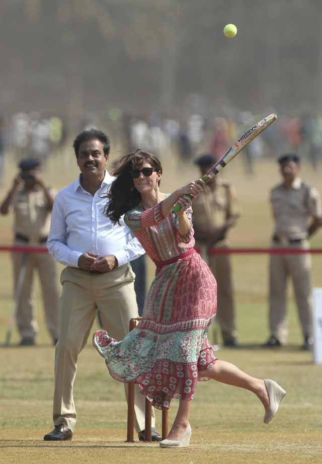 Kate, the Duchess of Cambridge, plays cricket at Oval Maidan in Mumbai. (Photo: AP)