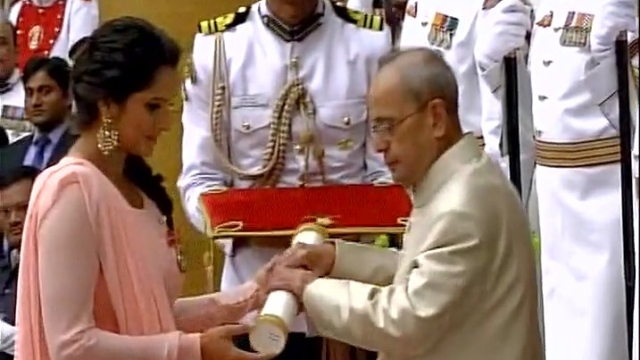 President Pranab Mukherjee confers the Padma Bhushan on Sania Mirza at Rashtrapati Bhavan (Photo: ANI screengrab)