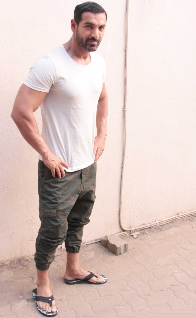 John Abraham turned up in his favourite kind of clothes (Photo: Yogen Shah)