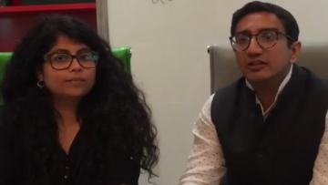 Dhruva Jaishankar (R) at <b>The Quint's </b>office. (Photo: FB Video Screengrab)
