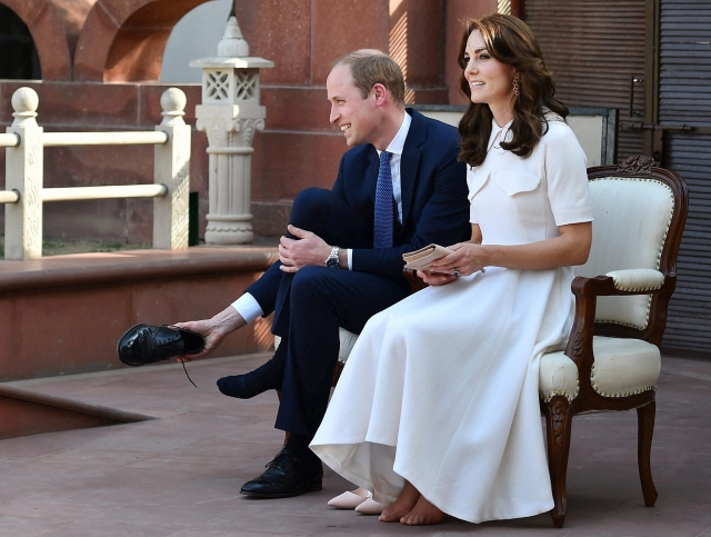 Prince William and Kate Middleton take off their footwear to pay homage to Mahatma Gandhi in New Delhi. (Photo: AP)