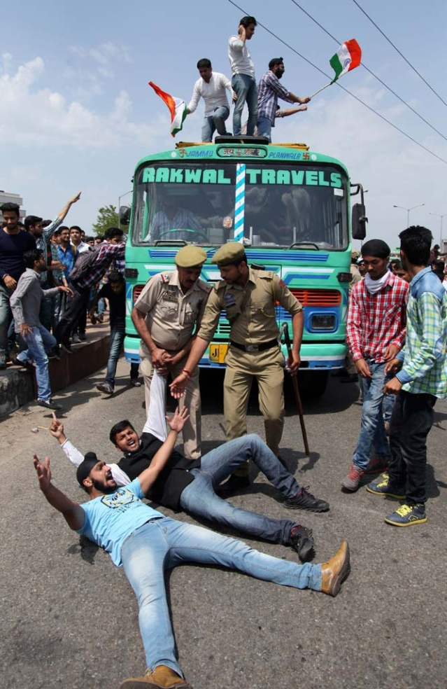 Students protest against police action in NIT Srinagar on 7 April 2016. (Photo: AP)
