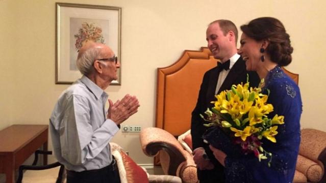 Boman Kohinoor, owner of Mumbai's famous Parsi eatery Britannia & Co, meets the royal couple in Mumbai. (Photo: Twitter)