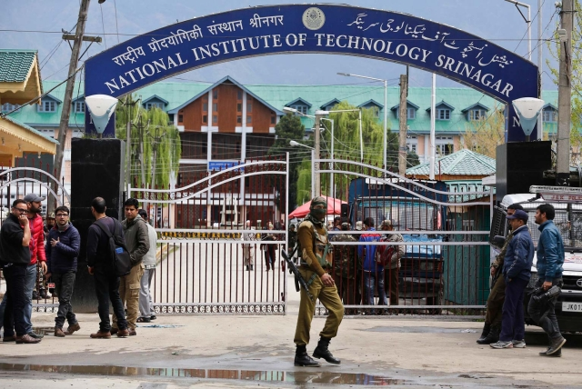Security personnel guard the entrance to the NIT Srinagar on 7 April 2016. (Photo: AP)